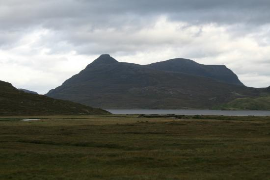 Assynt, UK: The view from the front of Quinag and the Loch