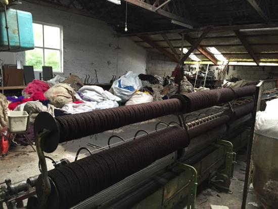 Beaufort, Irlanda: Photos of the shop and some of the mill itself.