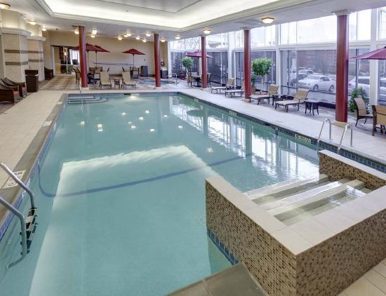 Hampton Inn & Suites Buffalo Downtown: Heated Indoor Pool with Umbrella Tables