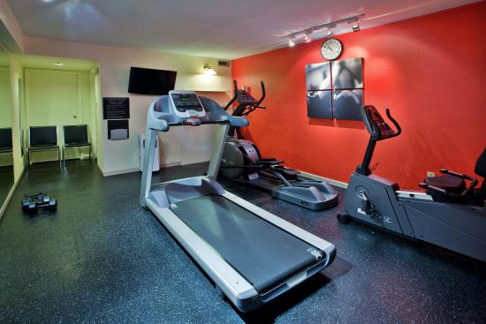 Country Inn & Suites By Carlson, Saskatoon, SK: Fitness Room