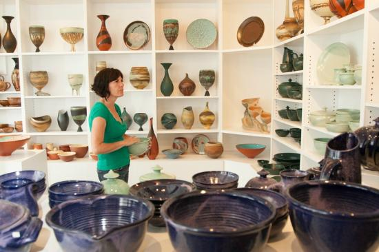 Ladysmith, Канада: Mary fox Pottery Gallery
