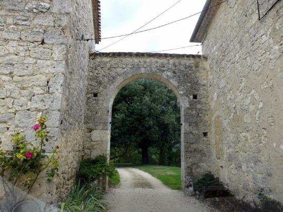 Hautefage-la-Tour, France : entrance gate