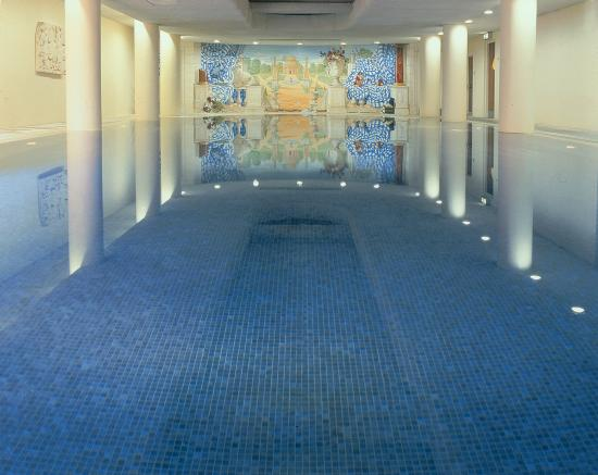 The Merrion Hotel: 18m Swimming Pool in The Tethra Spa