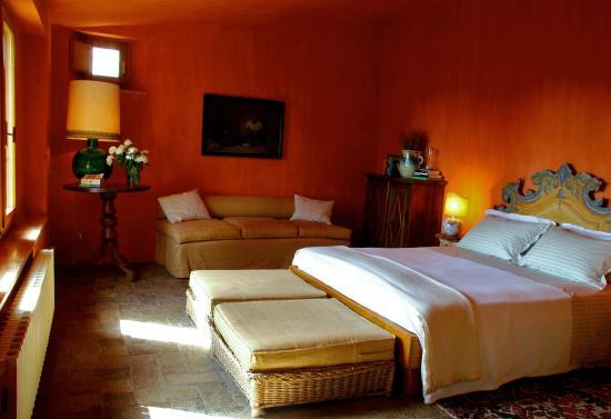Castello di Vicarello : I sassi Suite