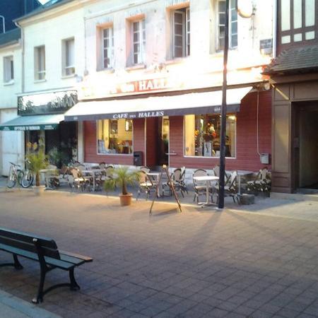 Le Cafe Des Halles A Saint Romain De Colbosc