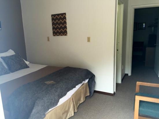 Brookside Motel: Double Queen w/ privacy door