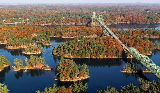 Ontario's Thousand Islands, Canadá: Thousand Islands Bridge, Canadian spans