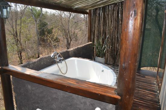 Chapungu Tented Bush Camp: outdoor tub