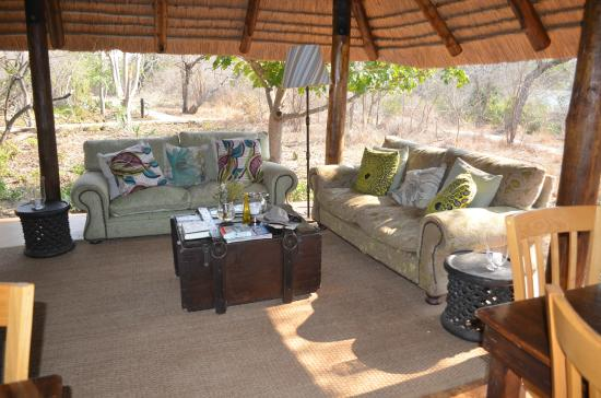 Chapungu Tented Bush Camp: Lounge area