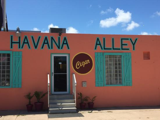 ‪Havana Alley Cigar Shop and Lounge‬