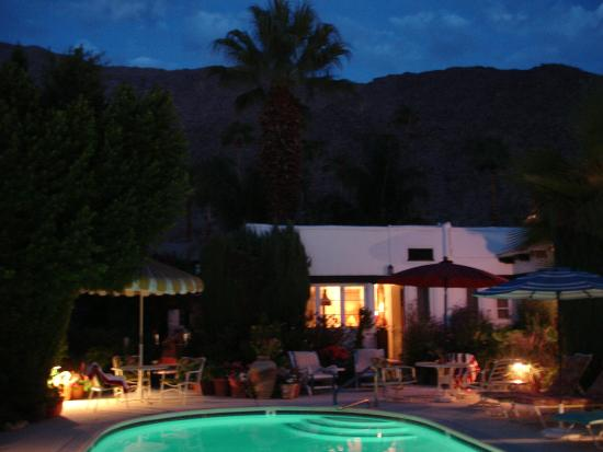 Amin Casa Palm Springs: This is Pool Studio 4 early in the morning