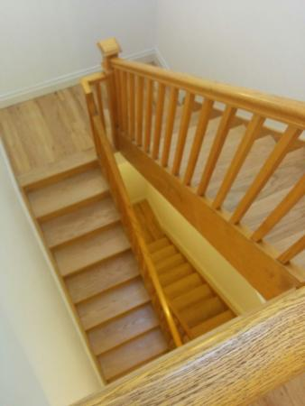 710 Guest Suites: Stair in real wood really nice!