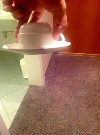 Best Western Hotel Am Drechselsgarten: Coffee cup sticking to plate