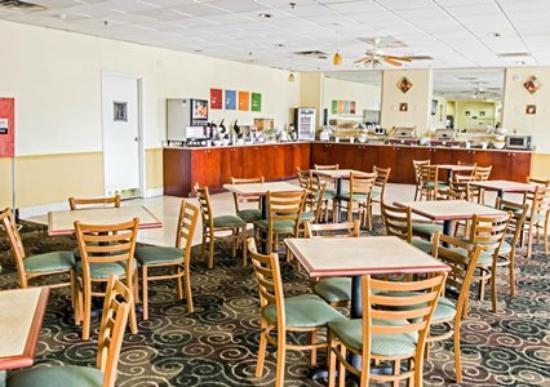 Quality Inn & Suites Winter Park Village Area: Breakfast Area