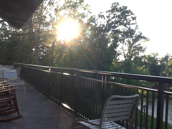 Inn at Pickwick Landing: Sunrise at Pickwich