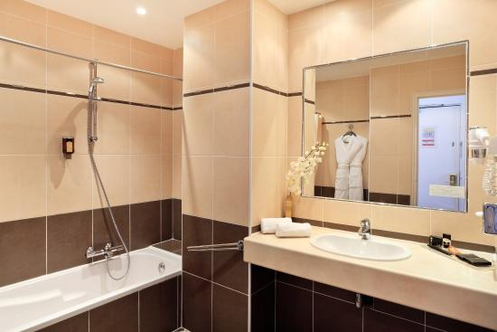 BEST WESTERN PLUS Hotel Massena Nice: Deluxe Double Bathroom At Hotel Massena Nice