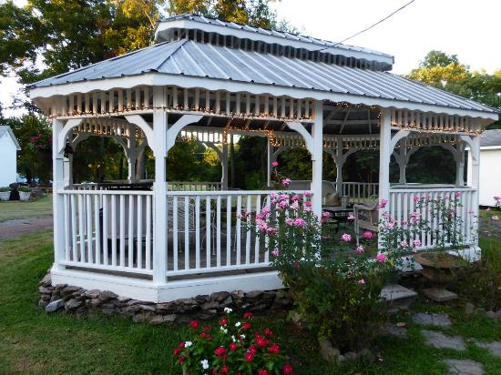 Magnolia Grove Bed and Breakfast: the summer house