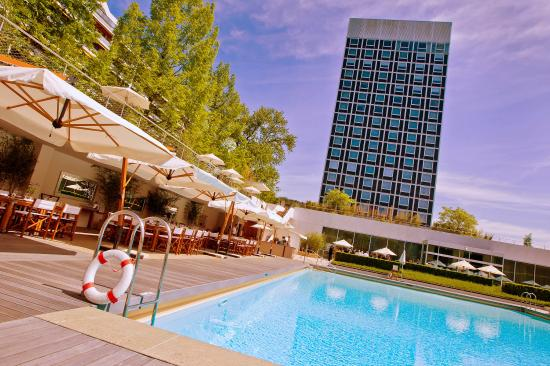 Hotel InterContinental Geneve: View from the Pool