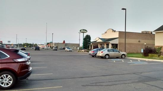 Country Inn & Suites By Carlson, Little Falls: anytime fitness/perkins next door