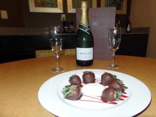 DoubleTree Suites by Hilton Orlando - Disney Springs Area: Anniversary surprise