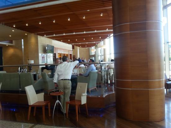 Hotel Meliá Valencia: Bar en el Hol