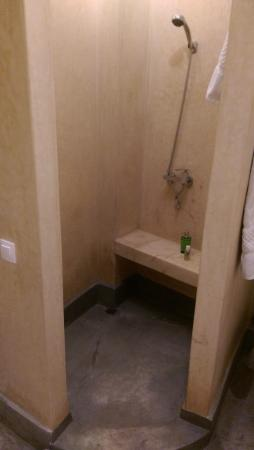 Riad Samarine : Area de banho estilo marroquina