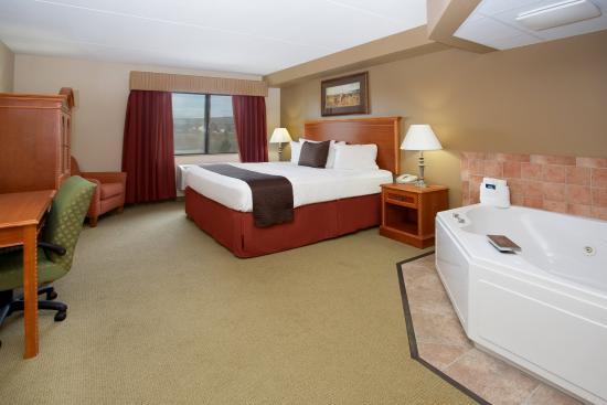 Americinn Lodge Suites Laramie University Of Wyoming Americ Inn Jacuzzi Suite