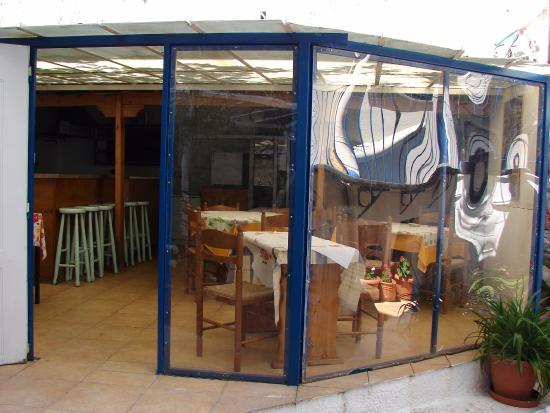 Hotel Dioskouros: Cocina y desayunador para uso común