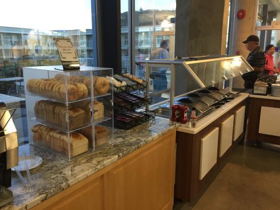 BEST WESTERN PLUS Kelowna Hotel & Suites: Cold breakfast station