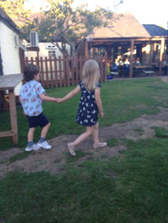 The Chequers: Excellent outdoor area for kids