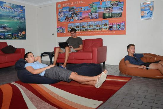 Airlie Beach YHA: Communal Lounge