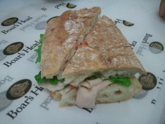 Stratham, Nueva Hampshire: Boar's Head Turkey Sandwich with Cranberry Mayonaise