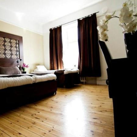 Queen's Hotel: Family Room