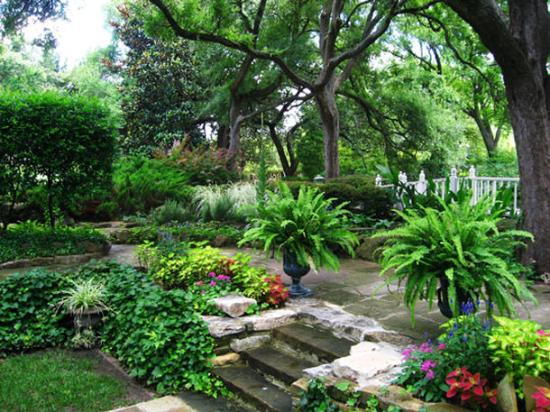 Holiday Inn Express Hotel & Suites Weatherford: Chandor Gardens