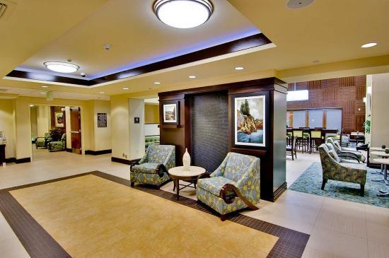 Hampton Inn & Suites Moreno Valley: Lobby