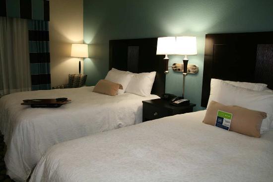 Hampton Inn North Brunswick/New Brunswick: 2 Queen Beds