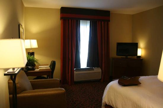 Hampton Inn & Suites Brenham: King Bed Room