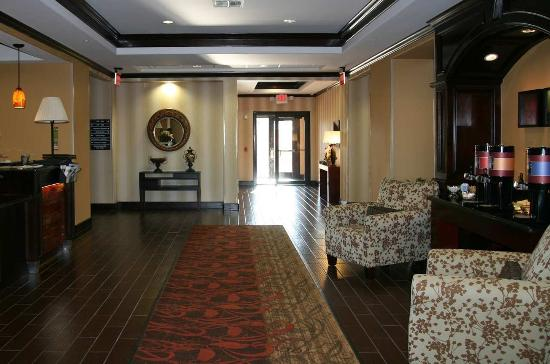 Hampton Inn & Suites Brenham: Front Entrance Lobby