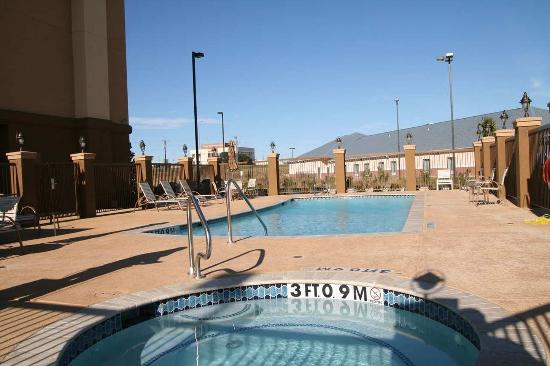 Hampton Inn & Suites Brenham: Pool Area