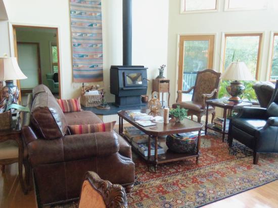 Artesian House Bed & Breakfast: Lovely Sitting Area