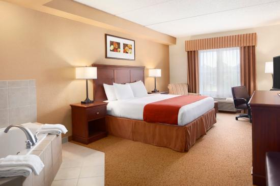Country Inn & Suites By Carlson, Lexington Park (Patuxent River Naval Air Station): Whirlpool Suite