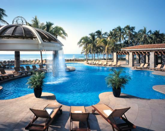 Pierre Mundo Imperial: Ixtapa Pool