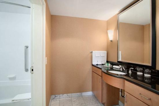 Homewood Suites by Hilton Newtown - Langhorne, PA: Bathroom