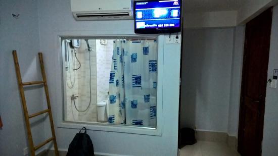 Angkor Empire Boutique Hotel: Shower room.