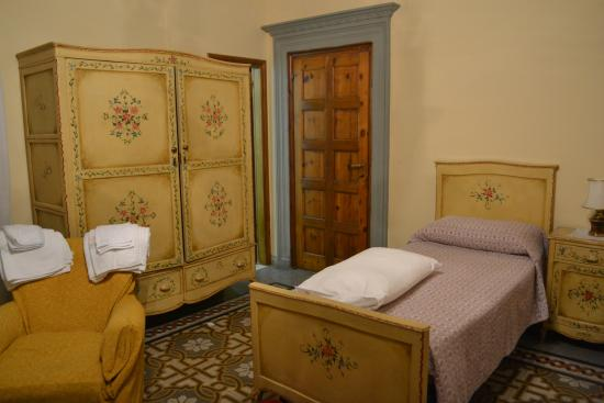 Istituto Suore S. Giovanni Battista - Villa Merlo Bianco: Villa Merlo Bianco bedrrom, bathroom in corner