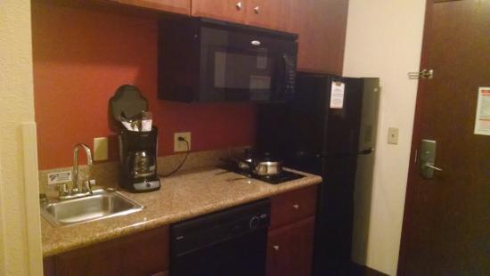 MainStay Suites : Kitchen