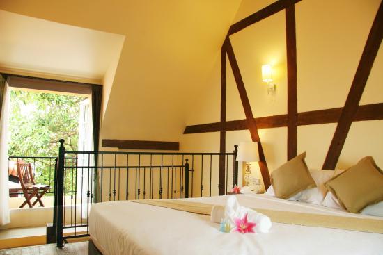 I'm Happy: Junior Honeymoon Suite Bedroom