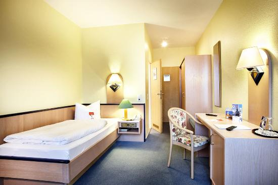 Basic Hotel Hannover Airport: Room1