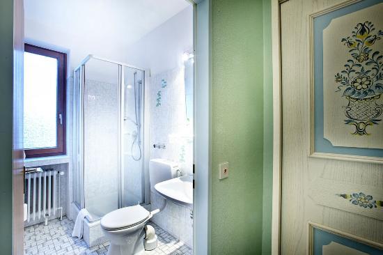 Basic Hotel Hannover Airport: Bathroom