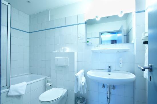 Basic-Hotel Ostseehalle: Bathroom